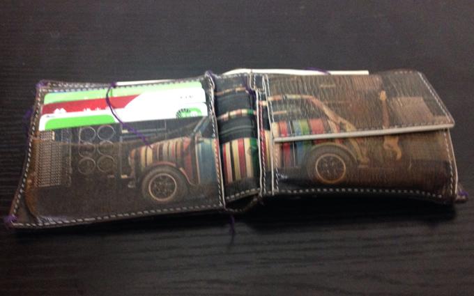 財布の内側に描かれている車のカッコよさ