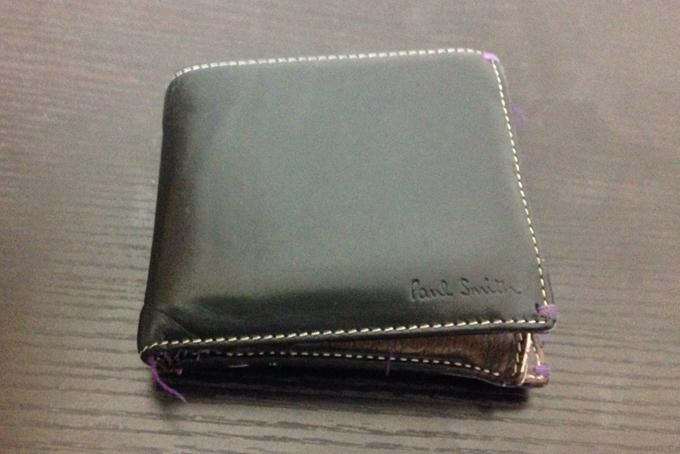 車が描かれているポールスミス二つ折り財布