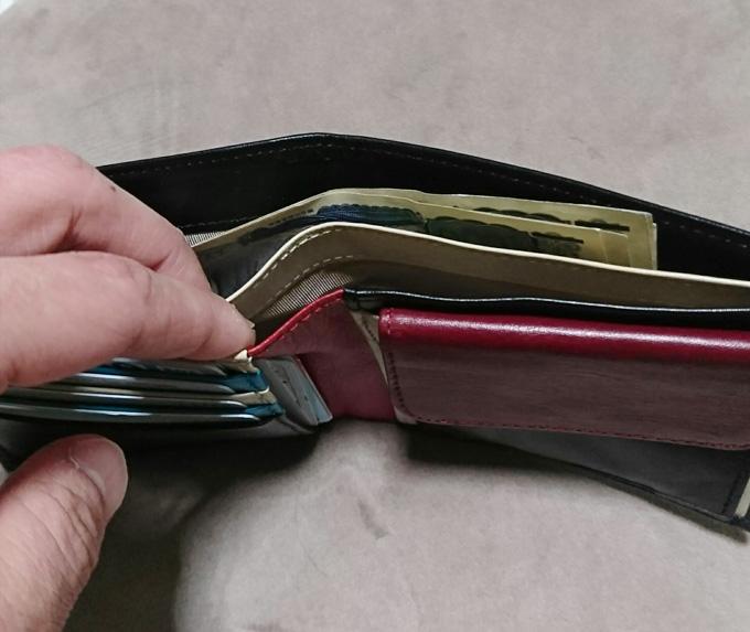お札も小銭も必要十分で収納力