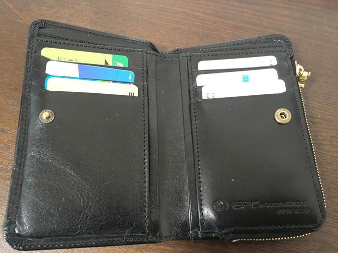 二つ折りなのにカードポケットが多い!