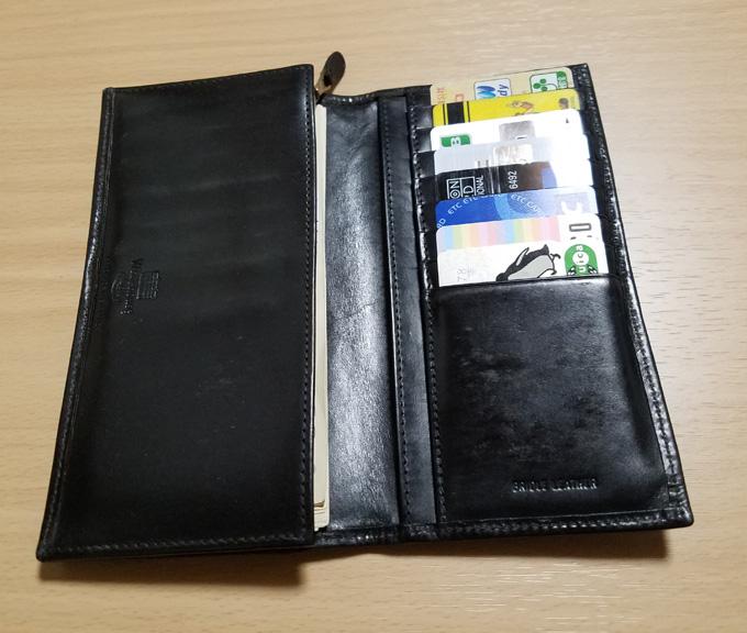 シンプルな長財布の収納力