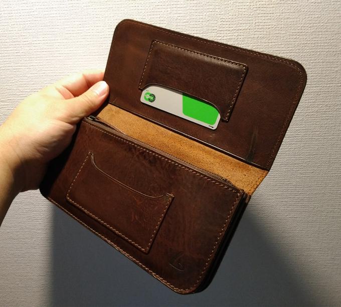 本体・フタ側それぞれにカードポケット