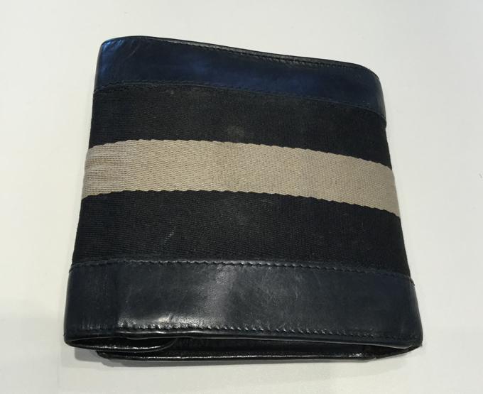渋めのBALLY(バリー)メンズ二つ折り財布