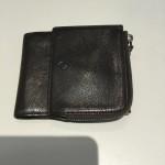 大人の男性向けジョルジオ・アルマーニの三つ折り財布
