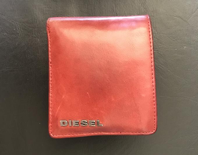 DIESELの折り畳み財布