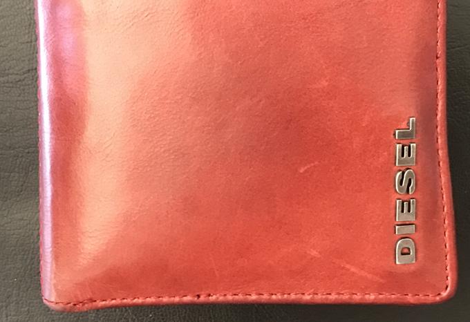 最初の印象は柔らかい革財布