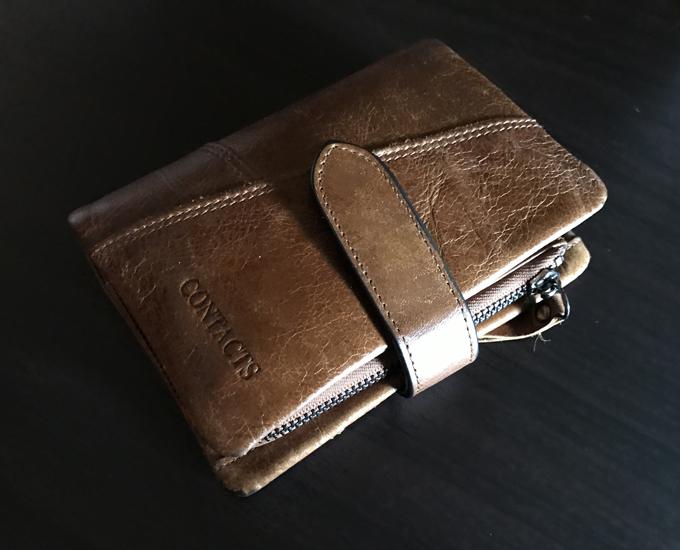 DZETの革財布