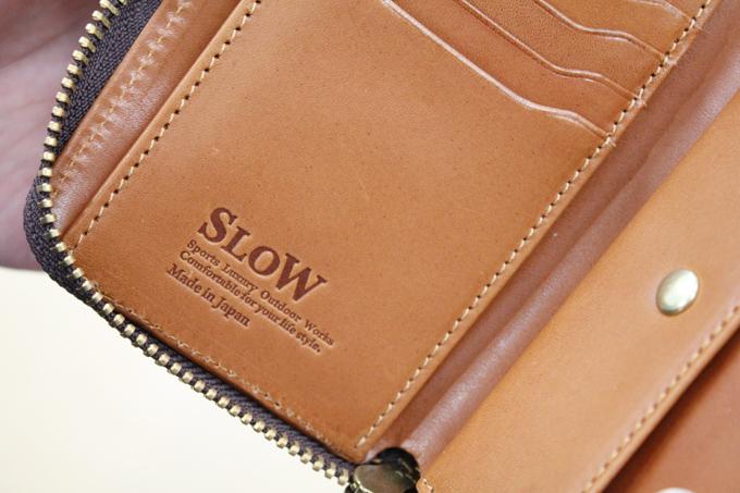 内装にはちゃんと『SLOW』のロゴ